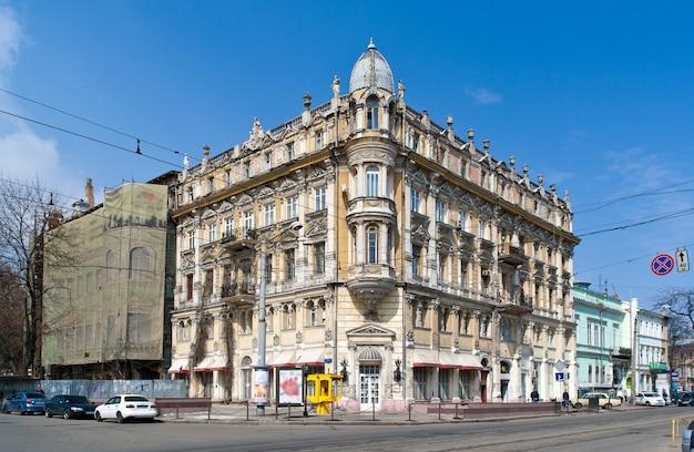 Zabytkowy budynek w odessie na ukrainie. zbudowany 1888