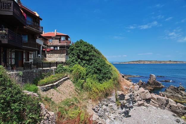 Zabytkowy dom w sozopolu na wybrzeżu morza czarnego w bułgarii