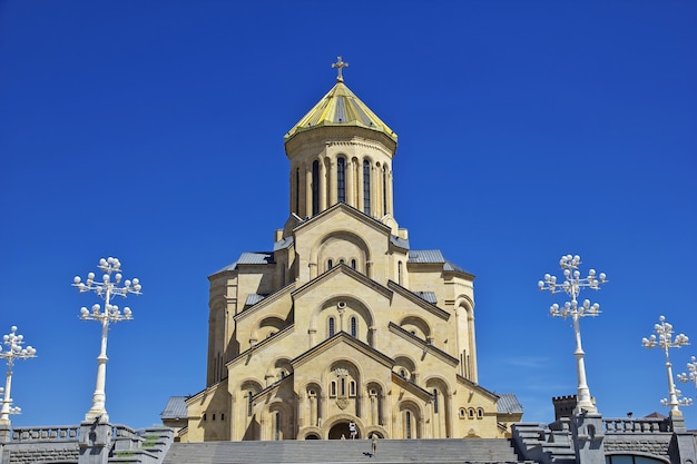 Zabytkowy kościół w mieście tbilisi w gruzji