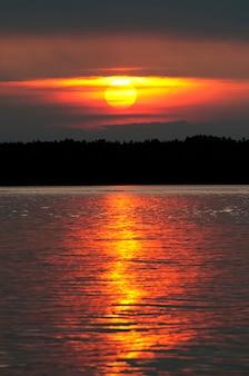 Zachód słońca nad jeziorem, Lake of Woods, Ontario, Kanada