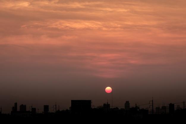 Zachód słońca chmura tło o zmierzchu
