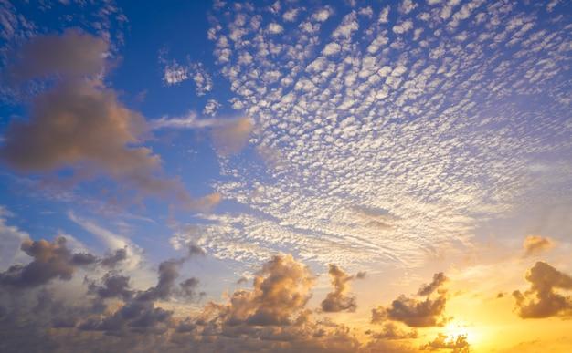 Zachód słońca kolorowe niebo nad meksykiem