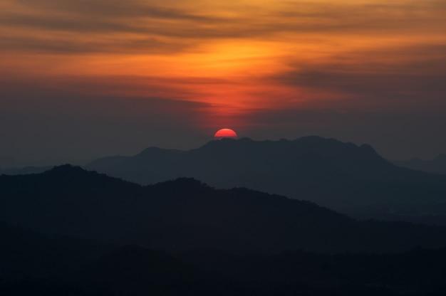 Zachód słońca krajobraz.