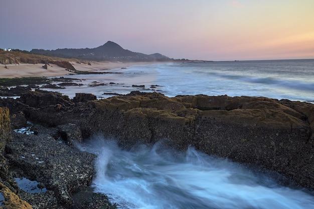 Zachód słońca na plaży furnas