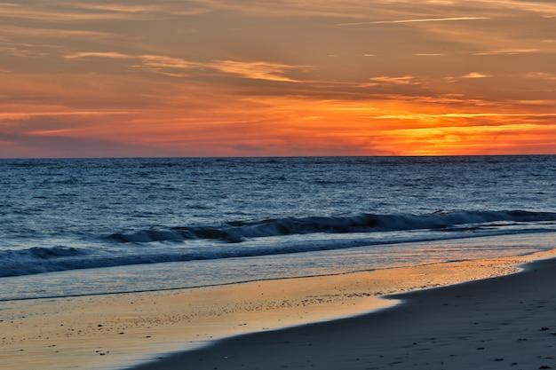 Zachód słońca na plaży rota