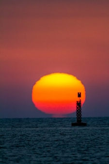 Zachód słońca na plaży sanlucar de barrameda, cadiz, hiszpania