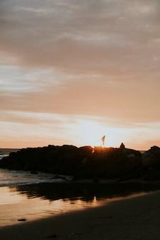 Zachód słońca nad plażą w kalifornii?