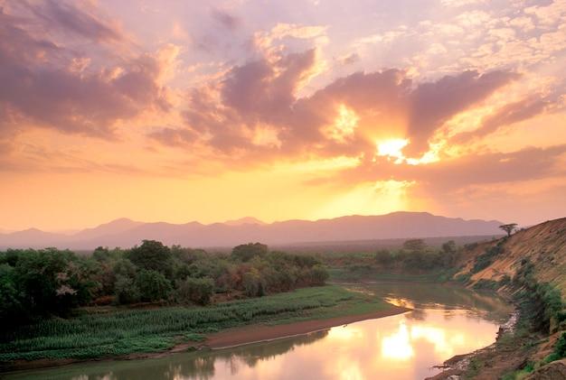 Zachód słońca nad rzeką omo