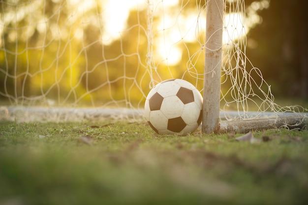 Zachód słońca piłka nożna