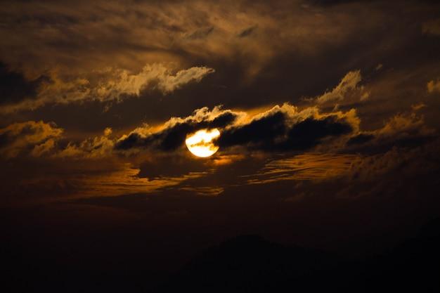 Zachód słońca po południu