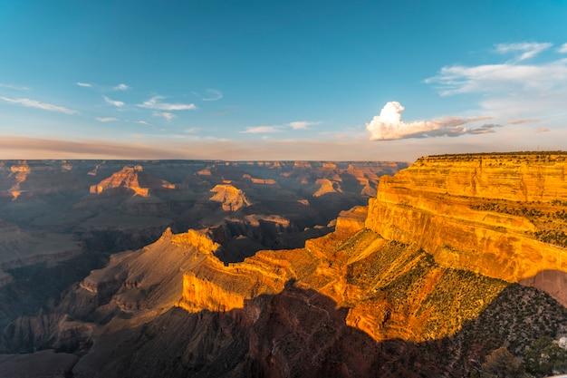 Zachód słońca w powell point w wielkim kanionie. arizona