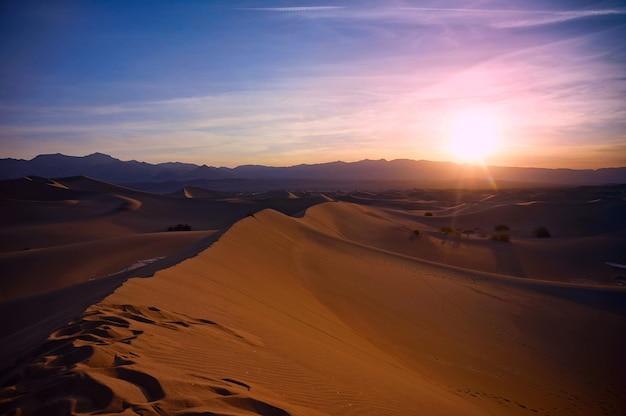 Zachód słońca w saharze