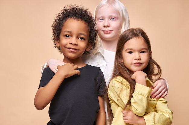 Zachowaj tolerancję i życzliwość dla innych narodów, pojęcie przyjaźni