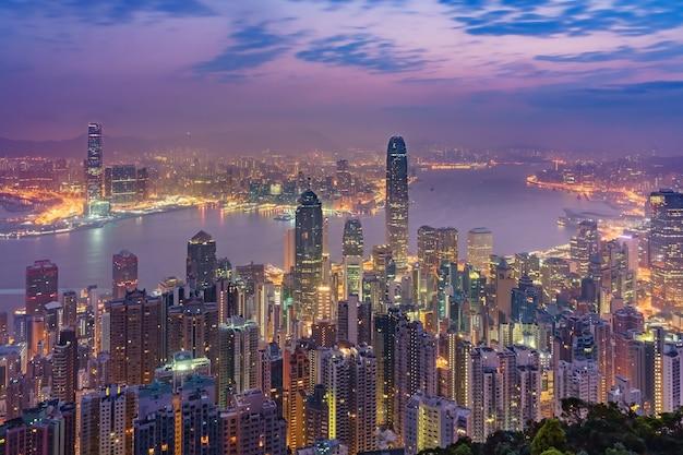 Zadziwiający widok na hong kong miasta linii horyzontu od wiktoria szczytu, chiny