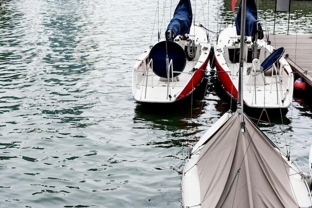 Żaglówka rzeki punkt orientacyjny port ocean city