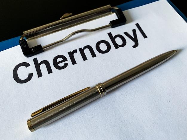 Zagrożenie promieniowaniem, dokumenty czarnobyla na czarnym stole