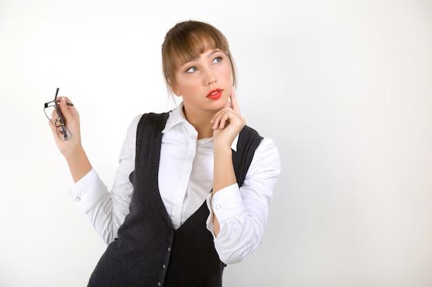 Zaintrygowany menedżer młodej pięknej kobiety