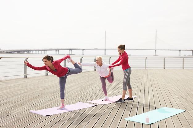 Zajęcia jogi na molo