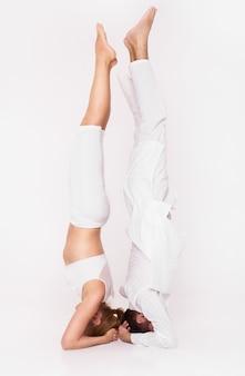 Zajęcia jogi w połączeniu z trenerem.