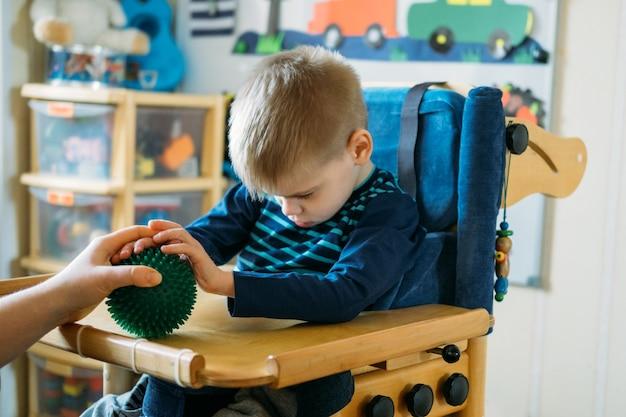 Zajęcia sensoryczne dla dzieci niepełnosprawnych zajęcia przedszkolne dla dzieci ze specjalnymi potrzebami