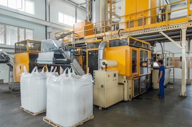 Zakład do produkcji części z tworzyw sztucznych. fabryka do produkcji części z polipropylenu