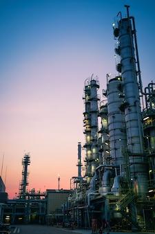 Zakład przemysłowy rafinerii ropy naftowej
