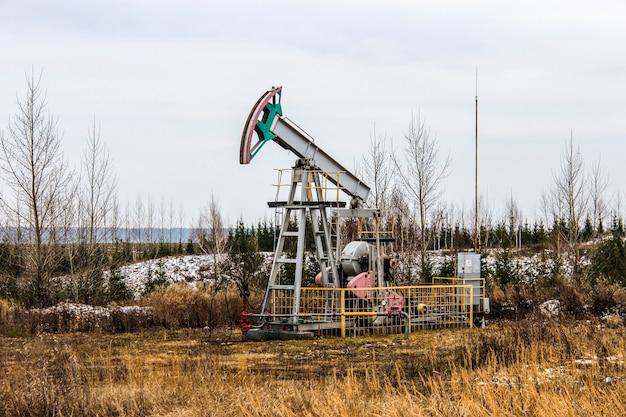 Zakład wydobycia ropy i gazu w terenie