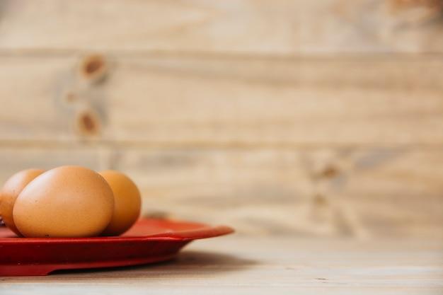 Zakończenie brown jajka na talerzu
