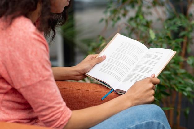 Zakończenie dziewczyna na karła czytaniu