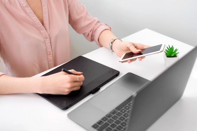 Zakończenie freelance kobiety writing