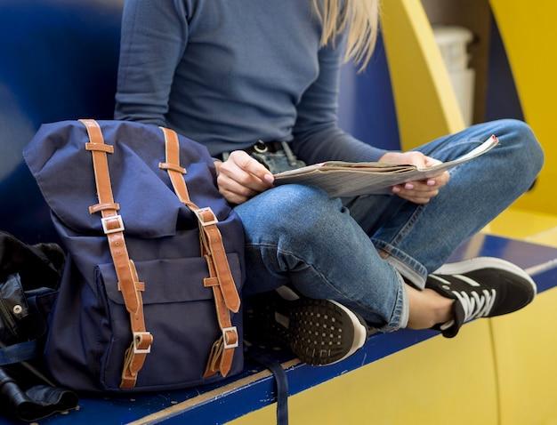 Zakończenie kobiety czytania mapa