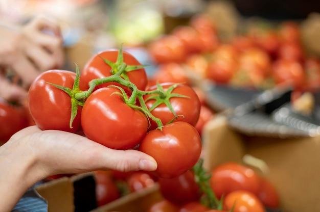 Zakończenie kobiety mienia pomidory