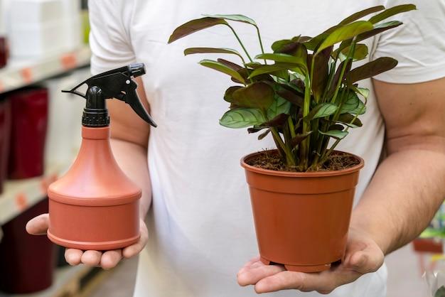 Zakończenie mężczyzna mienia domu roślina