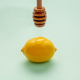 Zakończenie miód nalewa na cytrynie