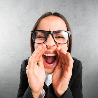 Zakończenie młody bizneswoman mówi sekret