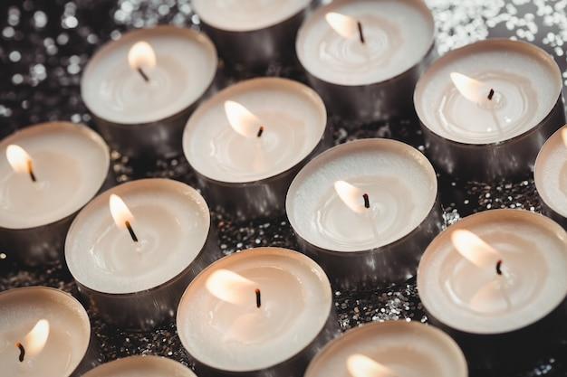 Zakończenie płonące świeczki