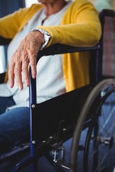 Zakończenie ręka starsza kobieta