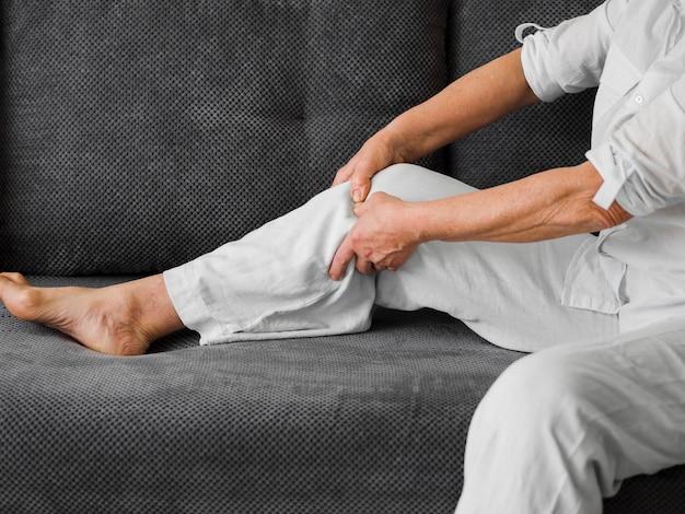 Zakończenie stary pacjent z bólem