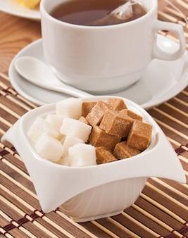 Zakończenie sześciany brown i biały cukier