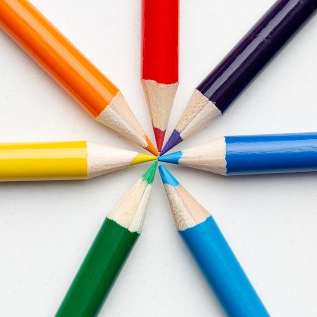 Zakończenie widok barwioni ołówki