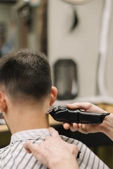 Zakończenie widok fryzjera męskiego sklepu pojęcie