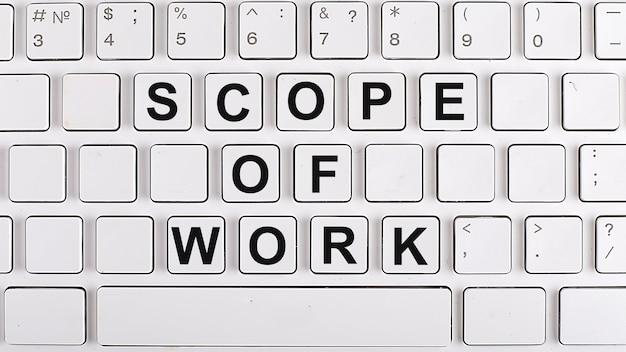 Zakres pracy tekst na klawiaturze w tle. pomysł na biznes
