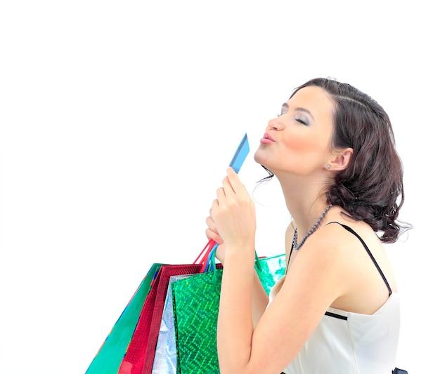 Zakupy kobieta szczęśliwa weź kartę kredytową i torbę na zakupy