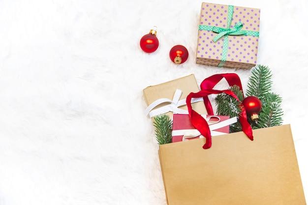Zakupy na prezenty na boże narodzenie i nowy rok. selektywne skupienie. wakacje.