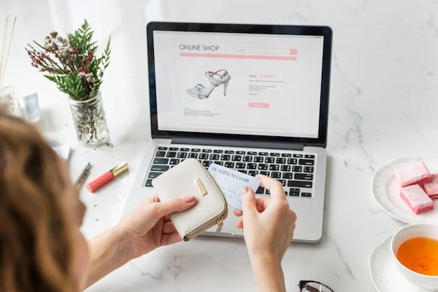 Zakupy online technologia handlowy kupienia pojęcie