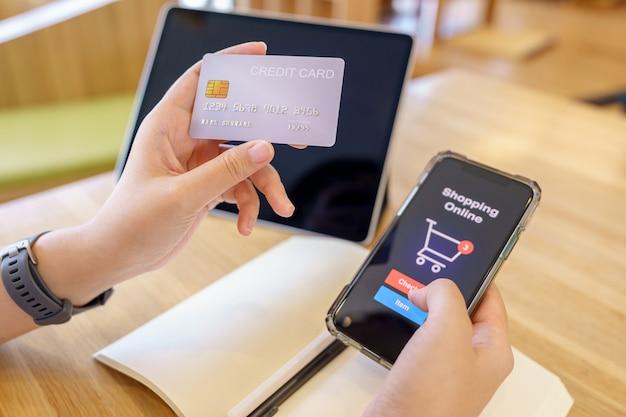 Zakupy online z dostawą smartfonów i toreb na zakupy