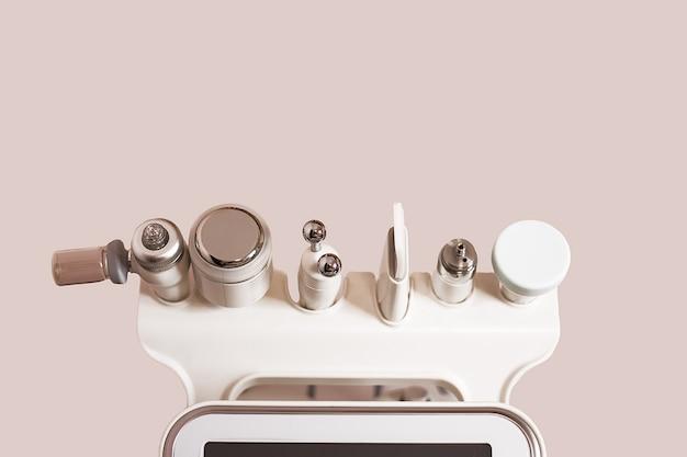 Załączniki do urządzenia hydrafacial do pielęgnacji skóry twarzy, w gabinecie spa do zabiegów przeciwstarzeniowych, przeciwtrądzikowych. narzędzia kosmetyczne