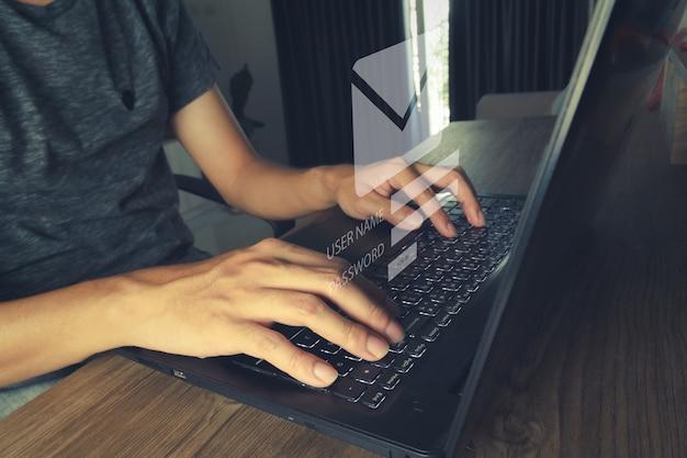 Zaloguj Się, Aby Sprawdzić Pocztę E-mail Pod Kątem Komunikacji. E-mail Użytkownika Dla Koncepcji Marketingu Pracy I Biznesu. Premium Zdjęcia