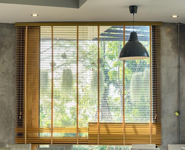 Żaluzje architektoniczne drewniane wnętrze w stylu loft