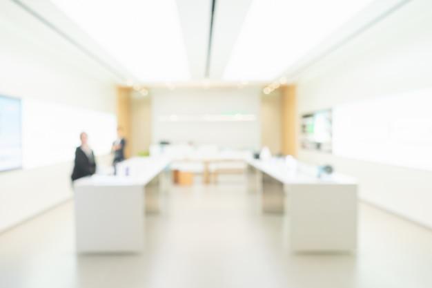 Zamazana fachowa biznesowa osoba czeka w nowożytnym białym biurze.